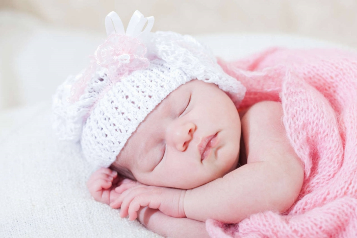 baby zähne putzen rosa decke mädchen