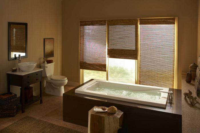 badeinrichtung japanisch rechteckige badewanne naturmaterialien