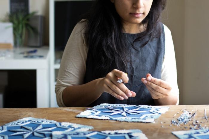 basteln mit papierstreifen Gunjan Aylawadi schaftt kunstwerke aus papier