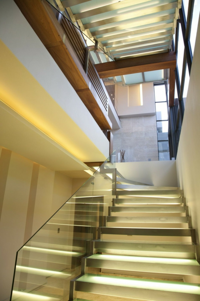 beleuchtung treppenhaus l sst die treppe unglaublich sch n. Black Bedroom Furniture Sets. Home Design Ideas