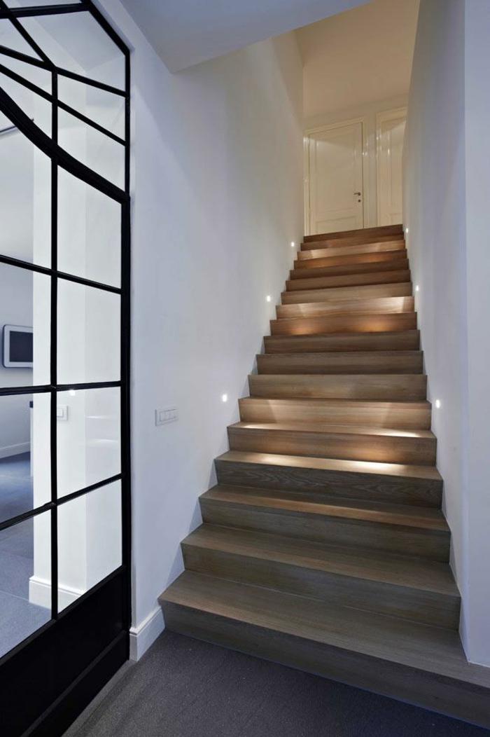 Treppenhaus modern gestalten  Beleuchtung Treppenhaus lässt die Treppe unglaublich schön erscheinen