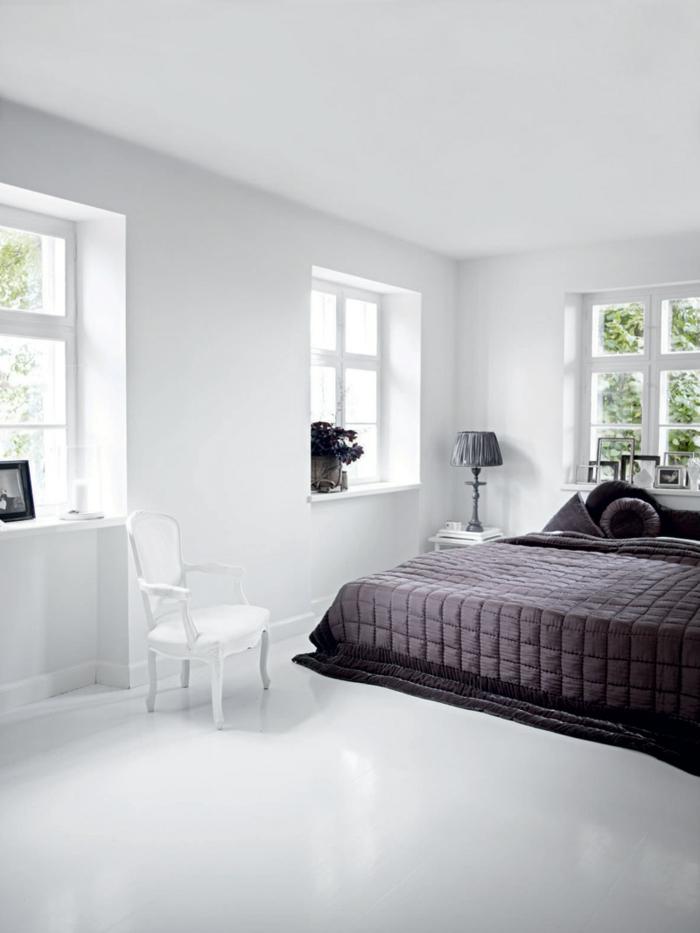 betten design schickes schlafzimmer dunkle bettwäsche weißer boden geräumig