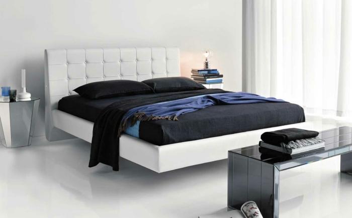 betten design weißes bett coole nachttische schwarze bettwäsche