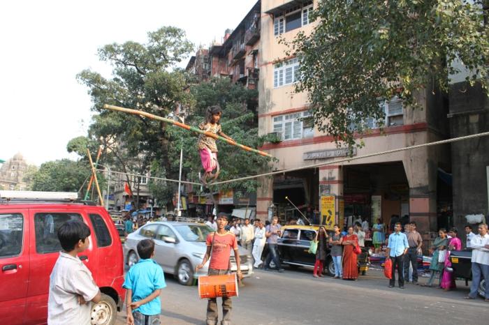 bombay indien mumbai straßenauftritt kinder