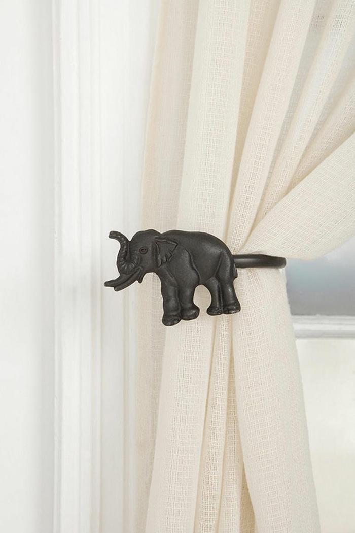 elefanten figuren weiße gardinen