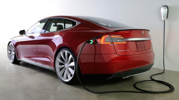 elektroauto tesla model s rot aufladen