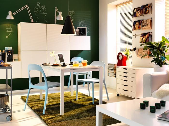 Essecken Gruner Teppich Hellblaue Stuhle Funktionale Wandgestaltung