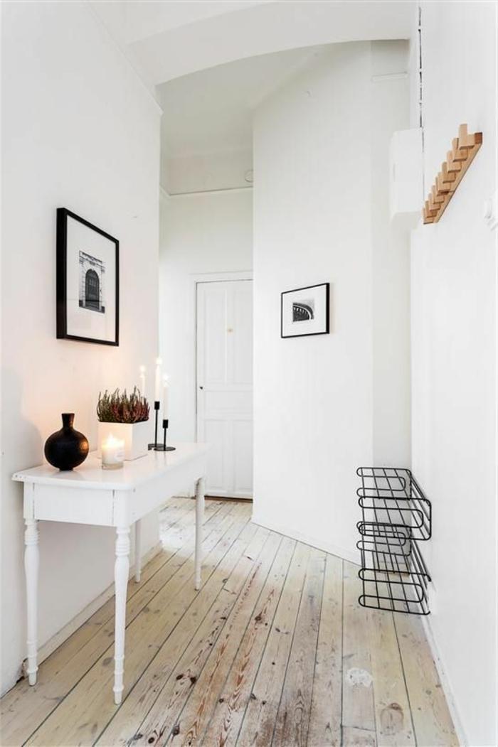 flur einrichten weißer tisch holzboden schuhregale weiße wände