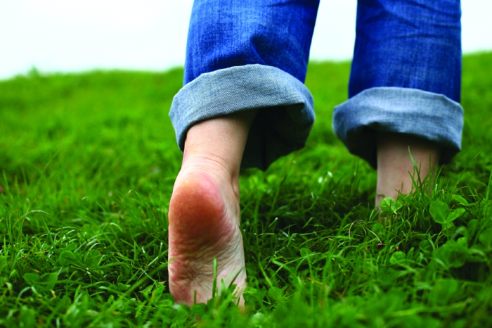 frische ideen finden idee creativ barfuß im gras