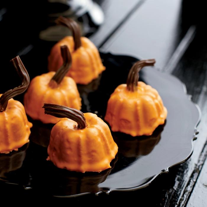 halloween essen mini kuchen backen schöne ideen