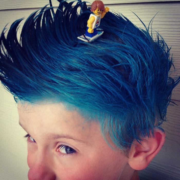 halloween frisuren junge mit blauen haaren halloween kostüme