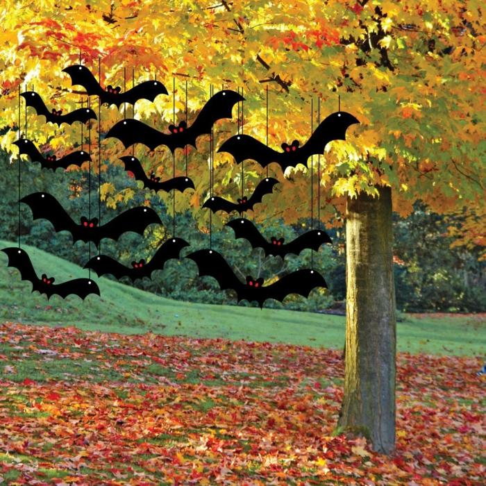 halloween ideen fledermäuse außenbereich dekorieren herbstblätter