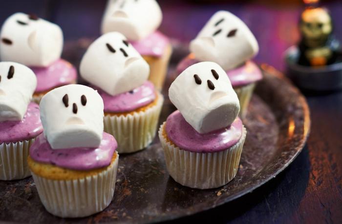 halloween party ideen mini kuchen gespenster