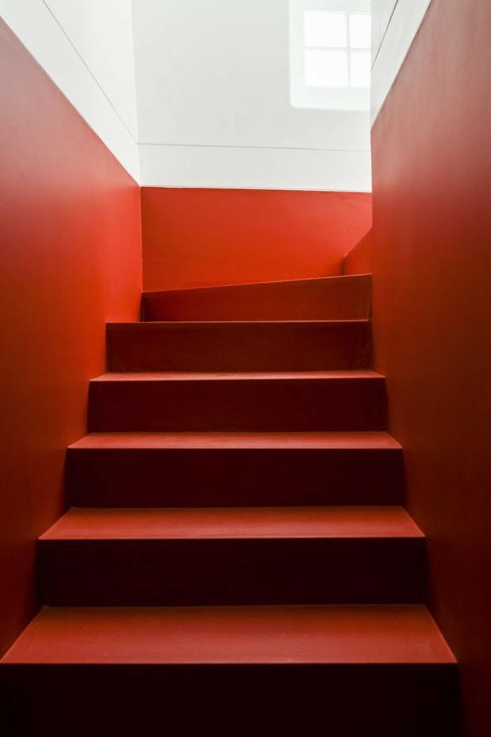 haus lissabon fado musik leidenschaftliche rote akzente treppenhaus