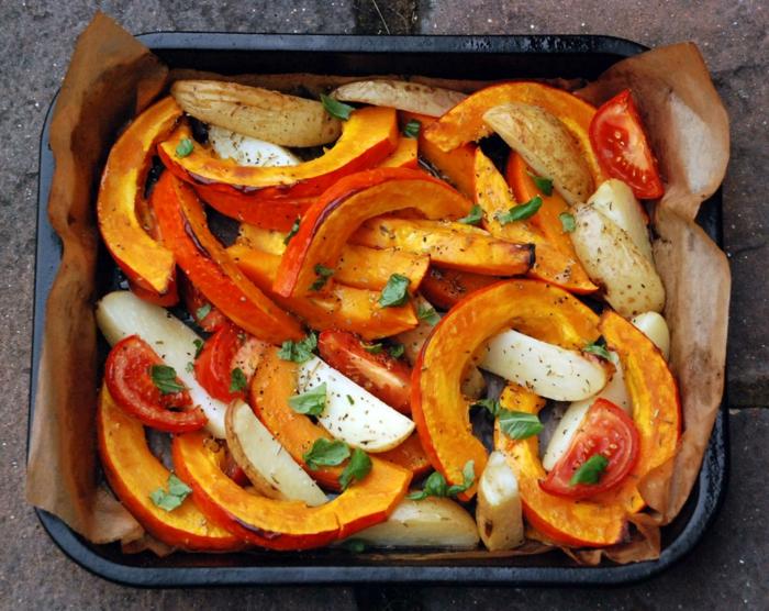 hokkaido kürbis gebacken kartoffel tomaten