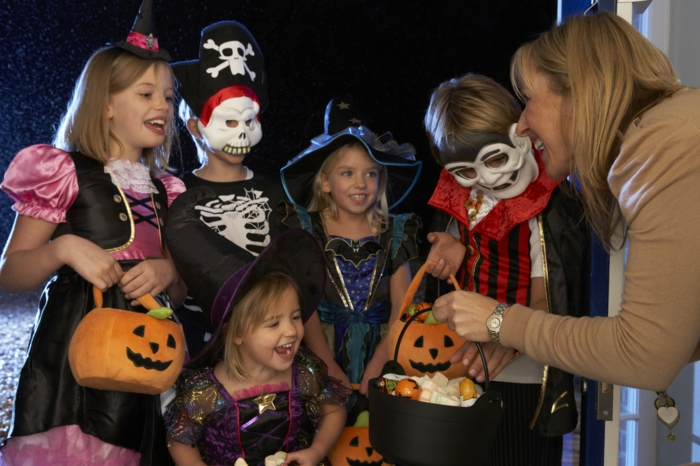 ideen für halloween kinderparty halloweenparty ideen süßigkeiten sammeln