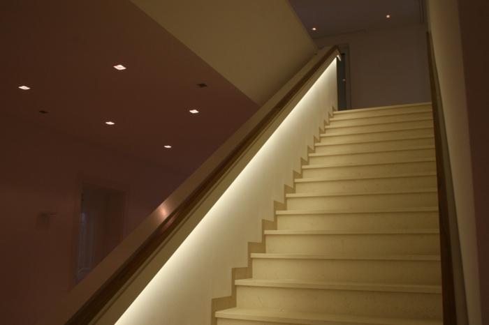 indirekte beleuchtung treppengeländer treppenhaus
