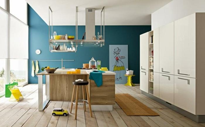 küche wandgestaltung blaue akuentwand holzboden funktionale einrichtung