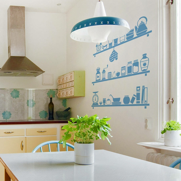 küche wandgestaltung wandsticker frische pflanze blaue stühle