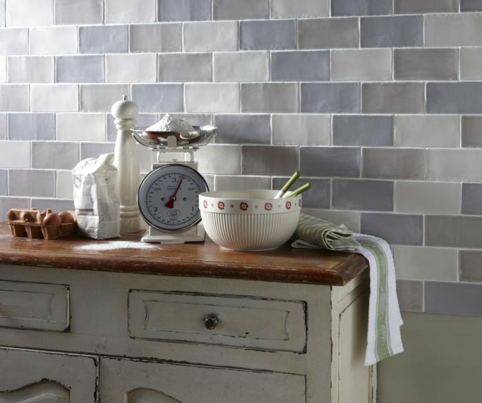 küchenfliesen wandgestaltung küche rustikale kommode
