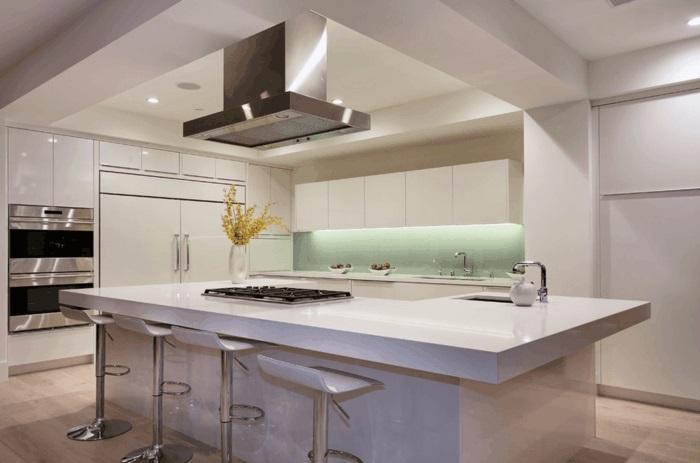 kücheninsel mit arbeitsfläche und beleuchtung moderne kochinsel