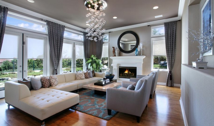 kaminofen design wohnzimmer ausgefallener leuchter wandspiegel