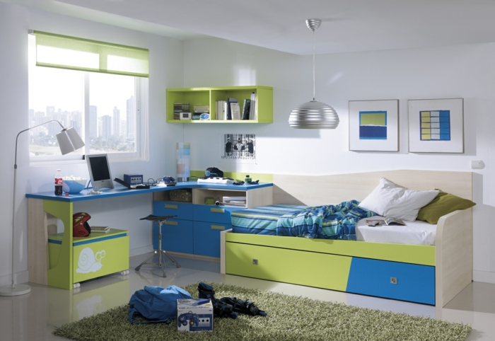 Kinderbett mit stauraum macht das kinderzimmer funktionaler for Farbige wandfarbe