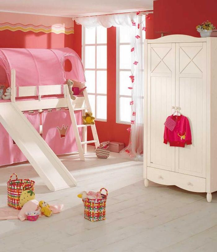 kinderzimmer einrichten kindermöbel spielbett schöner kleiderschrank