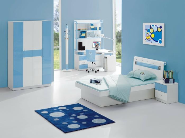 kleiderschrank kinderzimmer blaue wandgestaltung teppich