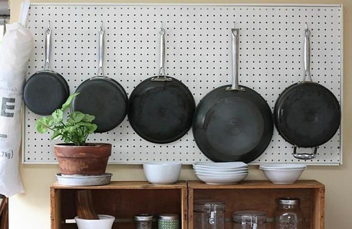 kleine küchen einrichten geschirr ordnen raum organisieren