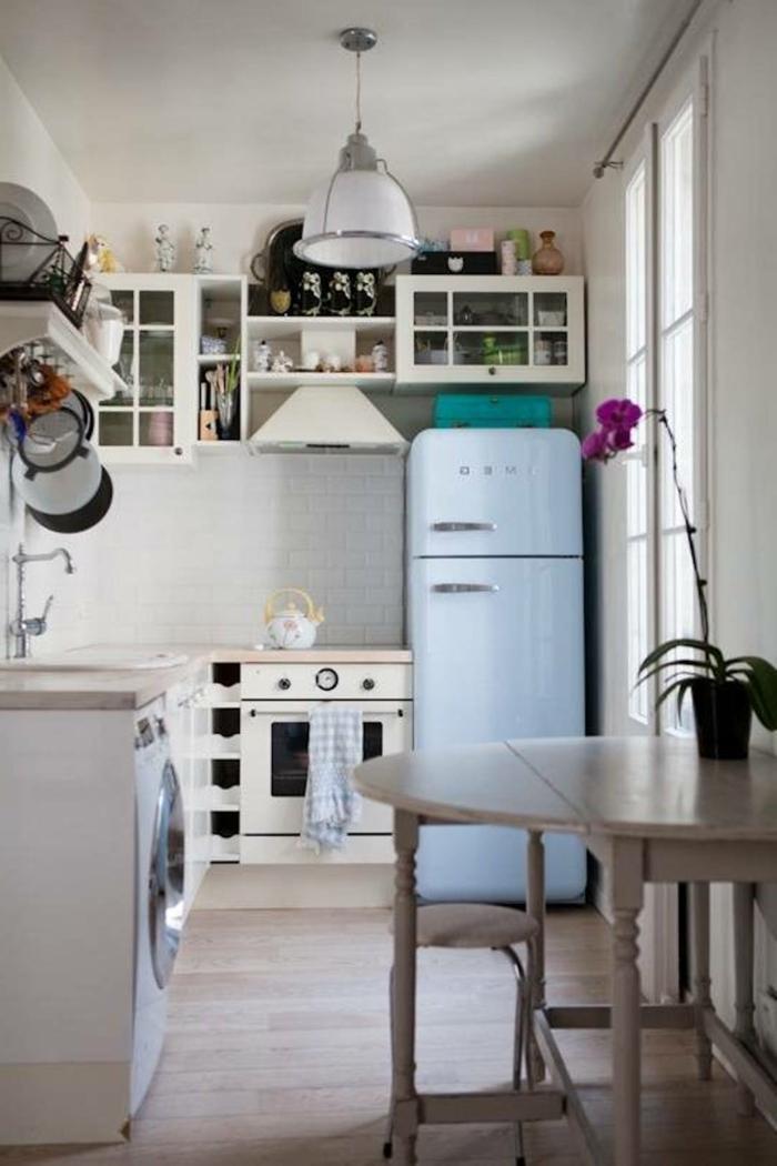 kleine küchen holzboden esstisch retro kühlschrank