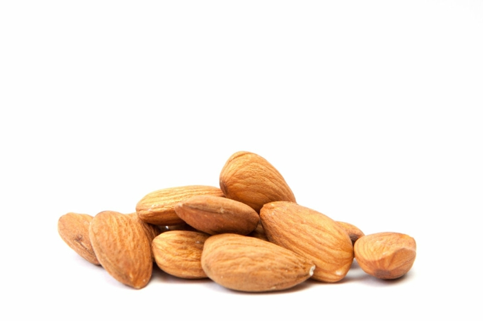lebensmittel mit kalzium nüsse mandeln vitamin D lebensmittel