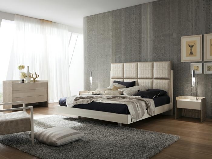 modernes schlafzimmer bettkopfteil grauer teppich luftige gardinen