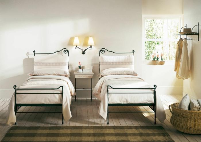modernes schlafzimmer einrichten metall bettrahmen doppelzimmer teppichläufer