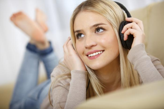 panik attacke bewältigen tipps frau musik hören