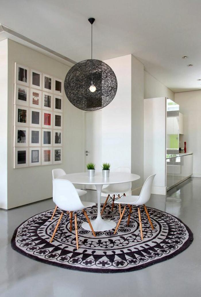 runder teppich leuchter kugel weiße esszimmermöbel