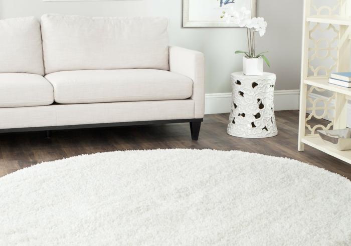 runder teppich weiß wohnzimmer weißes sofa
