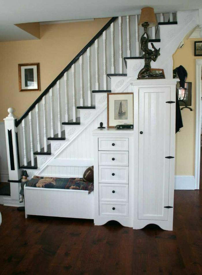 schrank unter treppe weiß schöne wohnideen
