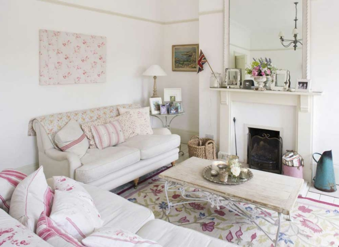 shabby chic livingroom. cheap use pale pink flowers with small, Wohnzimmer