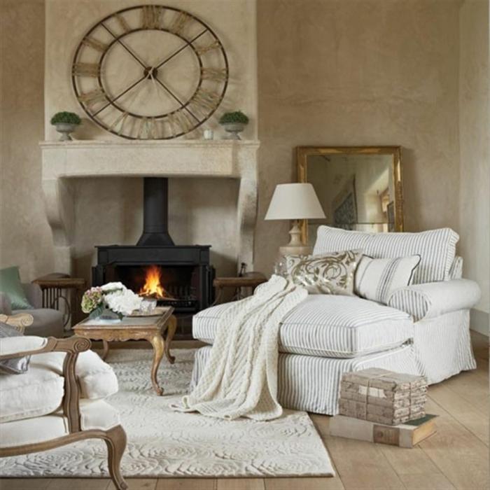 shabby chic einrichtungsideen kamin wanduhr weißer teppich
