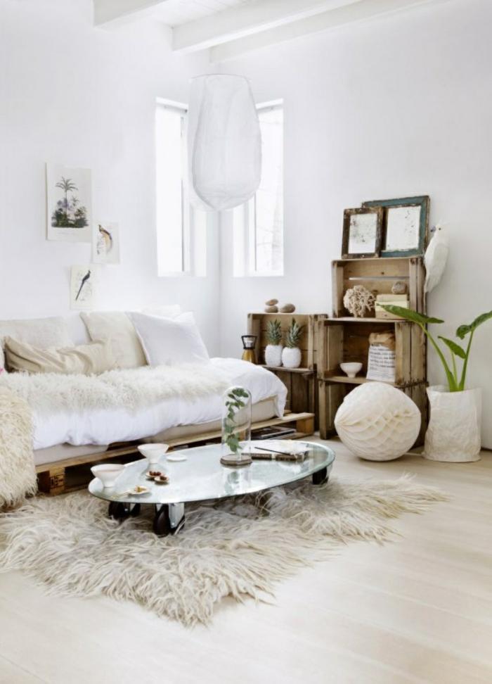 shabby chic wohnzimmer einrichtungsideen schafsfell teppich tagesdecke holzkisten wandregale diy ideen