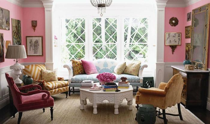 shabby chic wohnzimmer einrichtungsideen weißer sofatisch couchtisch samt stuhlbezüge pastellfarben