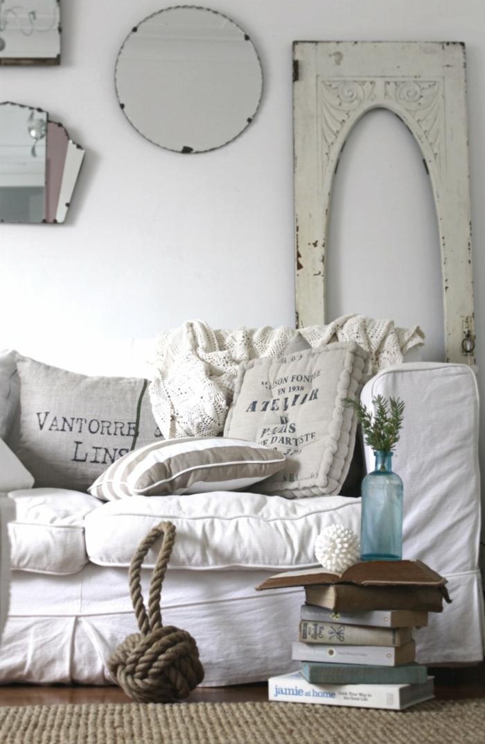 shabby chic wohnzimmer ideen einrichtung weißes leinen sisalteppich wandspiegel