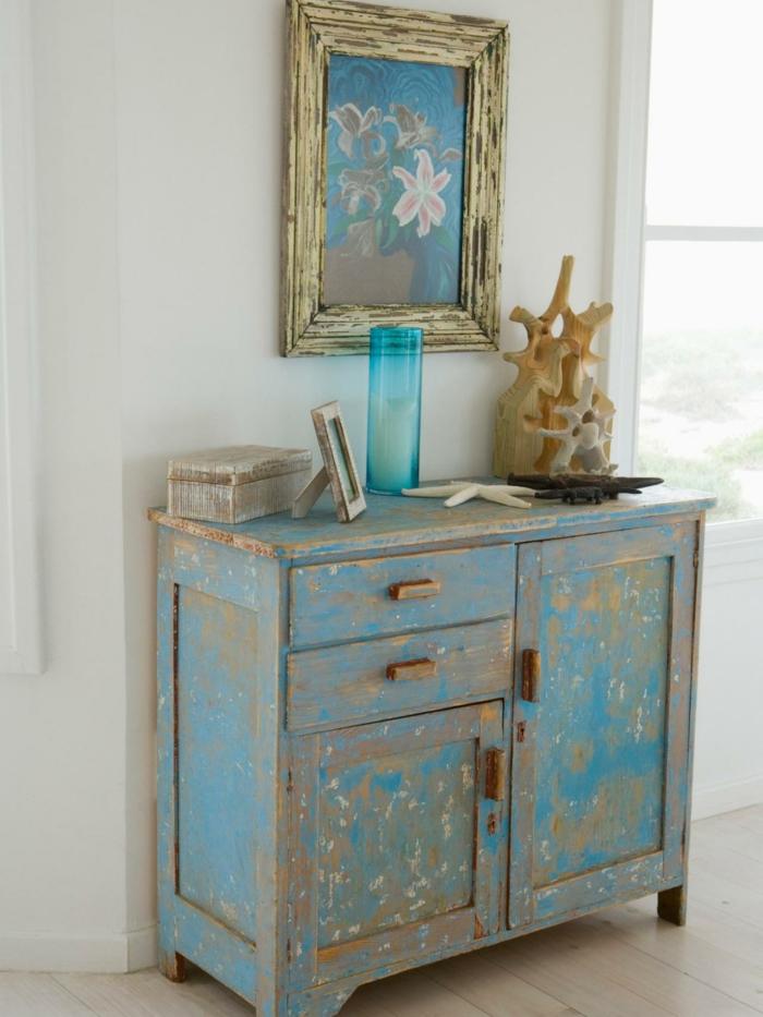 shabby chic wohnzimmer ideen vintage kommode blau bildrahmen