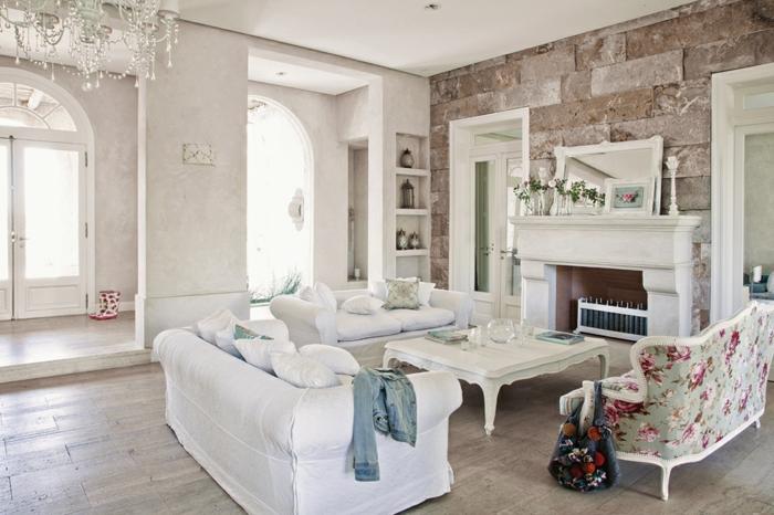 shabby chic wohnzimmer ideen wanddekoration wandgestaltung steinoptik kristallkronleuchter blumenmuster
