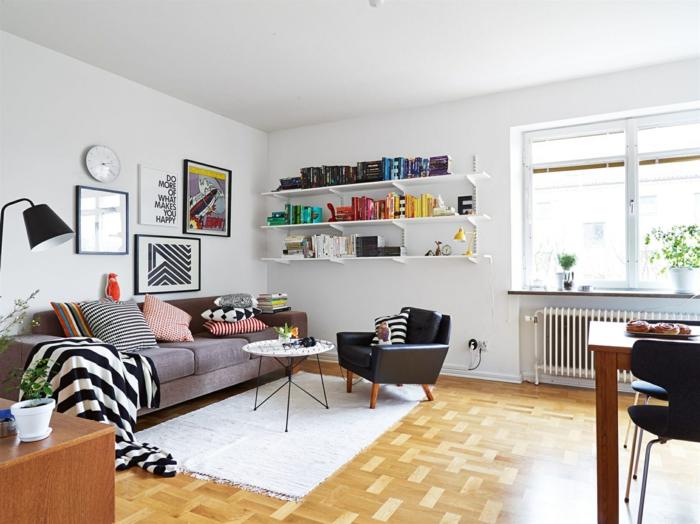 sofa skandinavisches design weißer teppich helle wände