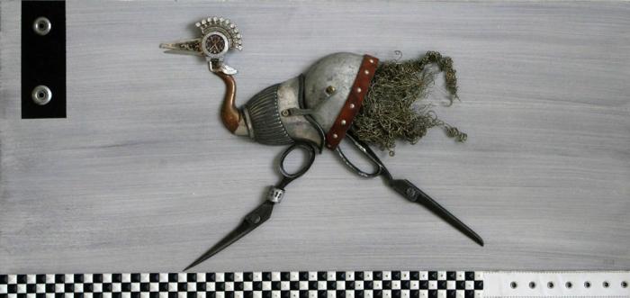 steampunk kunst assemblage tierfigur emu