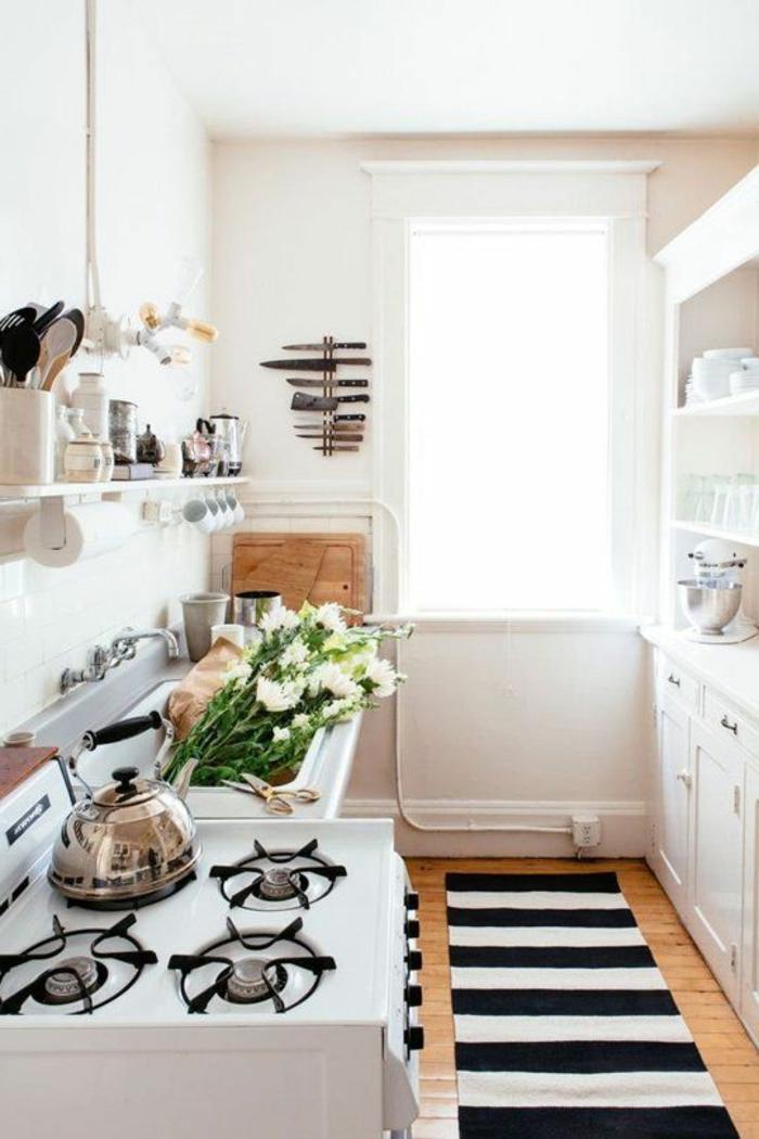 teppichläufer küche gestalten streifenteppich weiße wandfarbe