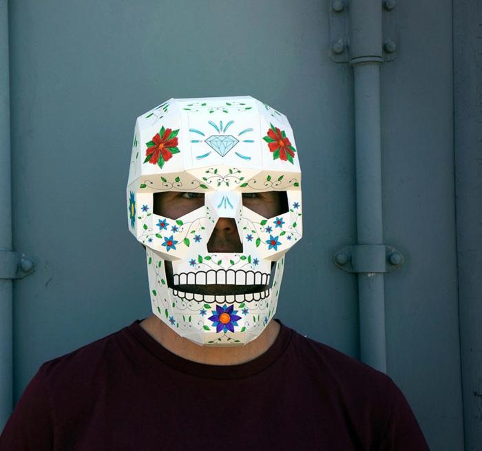 Die Maske mit aspirinom für die Person wie das Bleichen