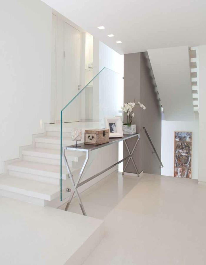 Schicke treppengeländer verschönern das moderne treppenhaus